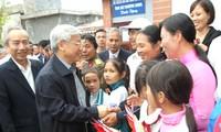 阮富仲出席在南定省举行的全民族大团结日活动,并视察南定省