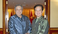 阮晋勇分别会见印度尼西亚总统苏西洛和文莱苏丹博尔基亚