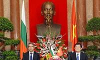 保加利亚总统普列夫内利耶夫正式访问越南