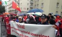 旅居奥地利越南人举行游行反对中国在东海的行动