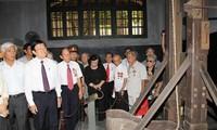 张晋创主席参观火炉监狱遗迹区并会见火炉监狱老政治犯