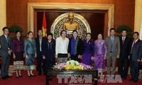 越南国会副主席阮氏金银会见老挝女国会代表团