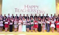 越南各地举行多项活动纪念教师节