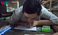 为贫困儿童教学的残疾人老师冯文长