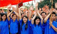 全国各地共青团员响应2015年青年月活动