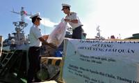 各省市工作代表团看望慰问海军第五军区指战员