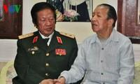 老挝国会主席高度评价越南志愿军