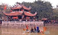 北宁:游客纷纷赶林庙会听官贺民歌