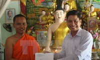 西南部指导委员会向后江省高棉族同胞祝贺传统新年