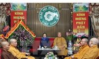 越共中央民运部部长何氏洁向越南佛教教会祝贺佛诞节