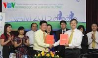 越南儿童保护基金会向贫困好学儿童赠送一千两百辆自行车