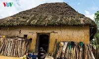 越南少数民族哈尼族独特的茅顶土坯房