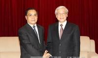 越共中央总书记阮富仲会见老挝总理通辛