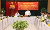 越南政府副总理阮春福在春禄监狱检查特赦工作
