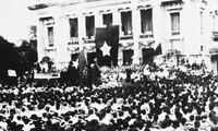 越南人民与世界爱好和平人士对1945年八月革命胜利感到自豪