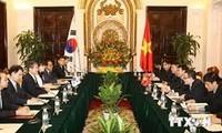 越韩第四次外交安全防务副外长级战略对话在首尔举行