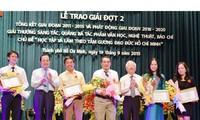 """关于""""学习胡志明道德榜样""""的优秀作品颁奖仪式在胡志明市举行"""