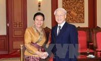阮富仲会见老挝人民革命党中央对外部代表团