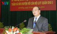 阮春福副总理看望第五军区武装力量