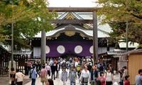 日本法务大臣岩城光英参拜靖国神社