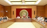 越南国会副主席阮氏金银会见义安省老国会代表团