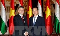 越南政府总理阮晋勇会见匈牙利国会主席克韦尔