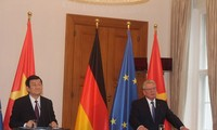越南国家主席张晋创同德国总统高克举行会谈
