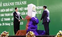 越南政府总理阮晋勇和柬埔寨首相洪森出席越柬界碑落成揭牌仪式
