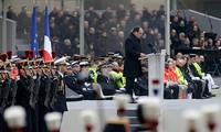 法国继续举行恐怖袭击遇难者悼念活动
