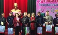 越南国家副主席阮氏缘探望一些地方单位并致以新春祝福