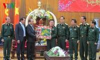 越南政府副总理阮春福向第五军区武装力量拜年