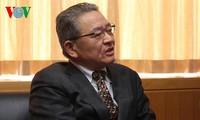 丁世兄会见日本共产党中央委员会干部会副委员长绪方靖夫