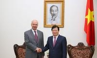 郑庭勇副总理会见俄罗斯驻越大使弗努科夫