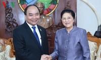 阮春福会见老挝党政领导人