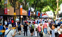 胡志明市书街吸引广大市民