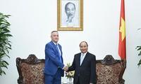 阮春福总理会见保加利亚经济部长和蒙古国驻越大使