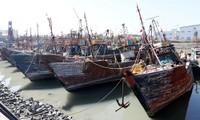 韩海警在对中国渔船执法中首次使用机枪射击