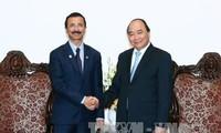 阮春福会见阿联酋迪拜世界港口公司董事长苏莱姆