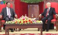 阮富仲总书记会见柬埔寨首相洪森