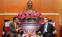 越南祖国阵线中央委员会主席阮善仁会见印度客人