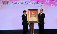 胡志明主席的贺年诗是江山的呼声和檄文
