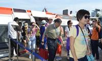 坚江省:国际游轮将游客送至富国岛