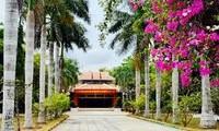 茶荣省胡志明主席纪念祠迎来众多游客前来参拜