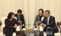 邓氏玉盛开始对蒙古进行正式访问