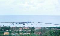 海防成功下水将游客送往白龙尾岛的游船
