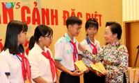 越南儿童保护基金会举行特困儿童见面会 纪念国际儿童节