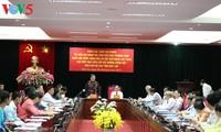 丛氏放会见老挝北部各省越语培训班学员