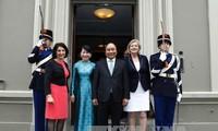 阮春福会见荷兰议会领导人