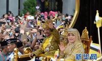 邓氏玉盛出席文莱苏丹登基50周年国宴