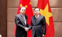 越中副外长级年度会晤在中国广州举行